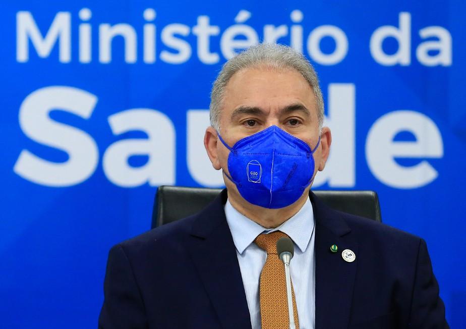 """""""Bolsonaro não mandou nada"""", diz Queiroga sobre suspensão de vacinas em adolescentes"""