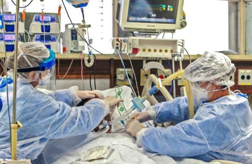 Governo publica edital para contratação emergencial de médicos para enfrentar a Covid-19