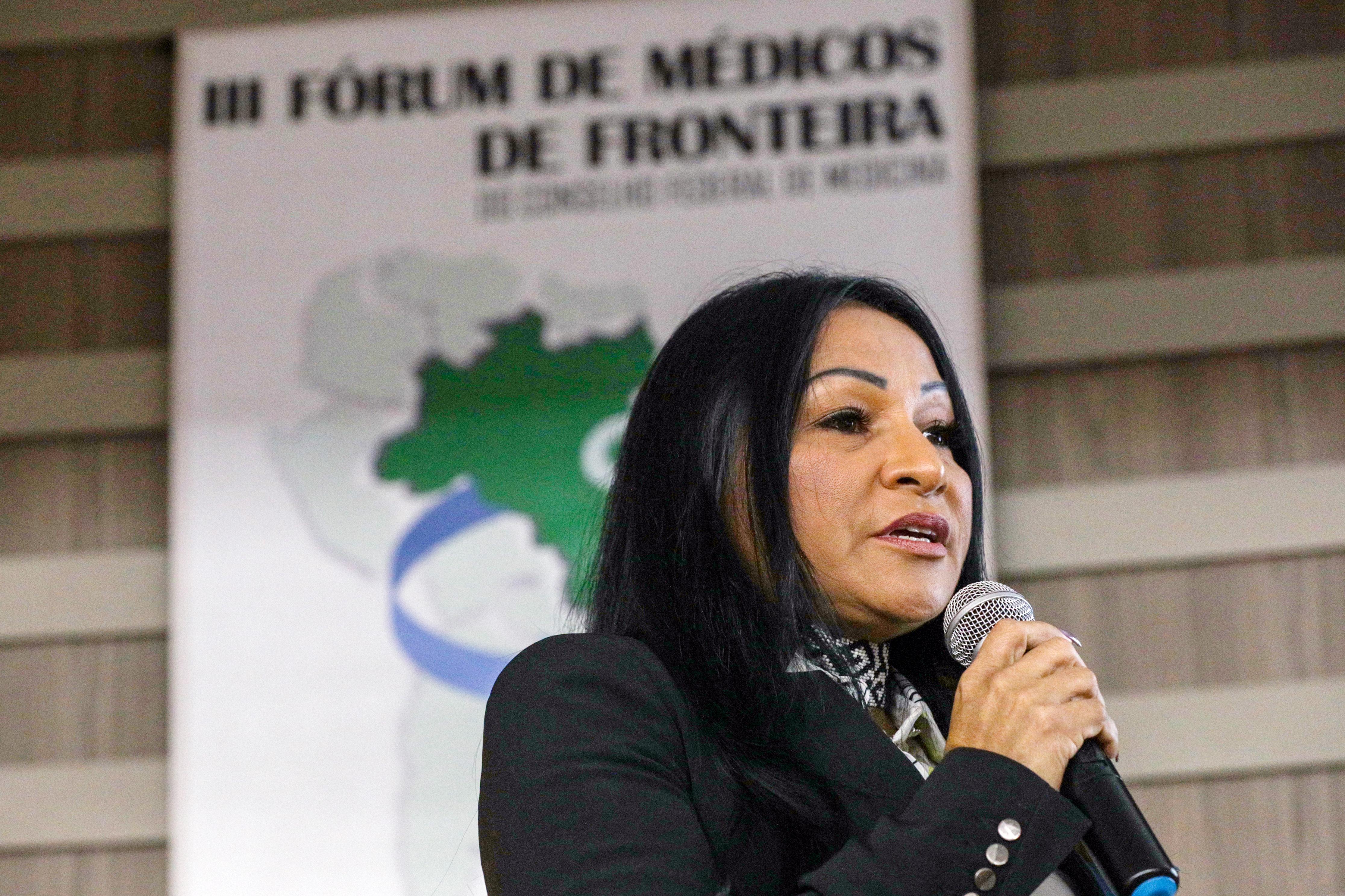Secretária Sílvia Waiãpi fala sobre Saúde Indígena em Fórum de Médicos de Fronteira