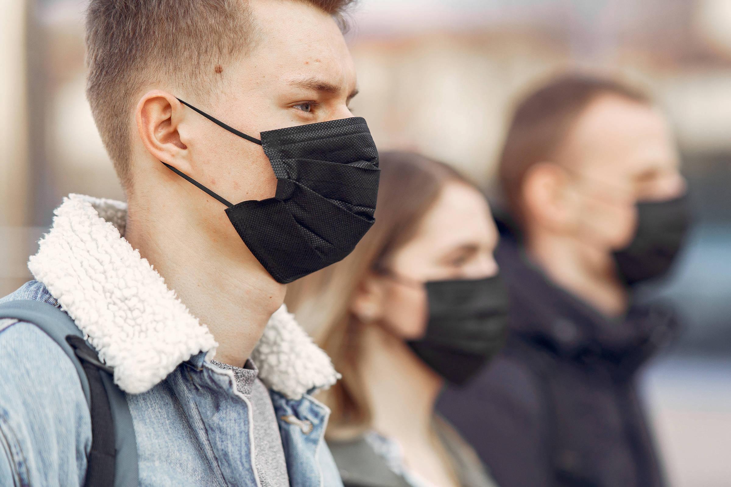 Uso de máscaras será por tempo indeterminado, diz especialista